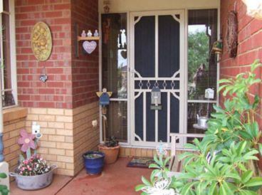 Entrance1_000.jpg